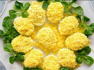 Пълнени яйца с рулца от раци - вкусна и бърза разядка за Великден