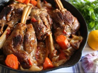 Агнешко с чесън и моркови