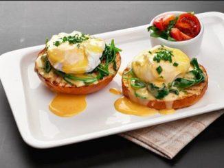 Яйца Бенедикт рецепта със сос холандез