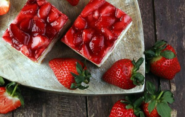 Неустоим летен десерт: Сладкиш от грис с ягоди