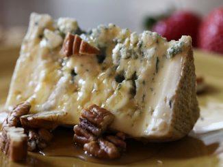 Как се прави домашно синьо сирене