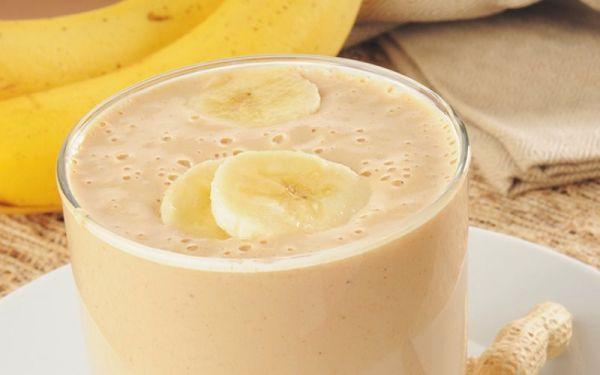 Високо протеиново смути с банан и фъстъчено масло