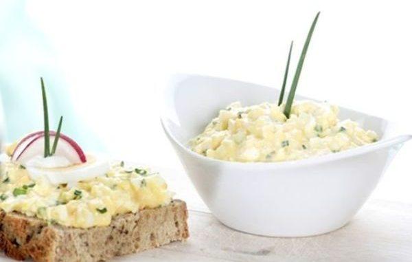 Яйчен пастет – апетитна и евтина разядка за 5 минути