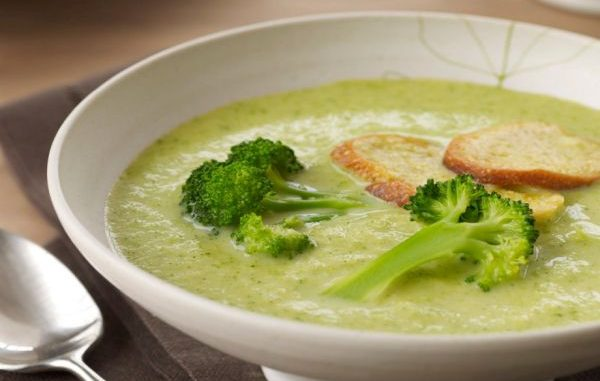 Крем супа от броколи и топено сирене