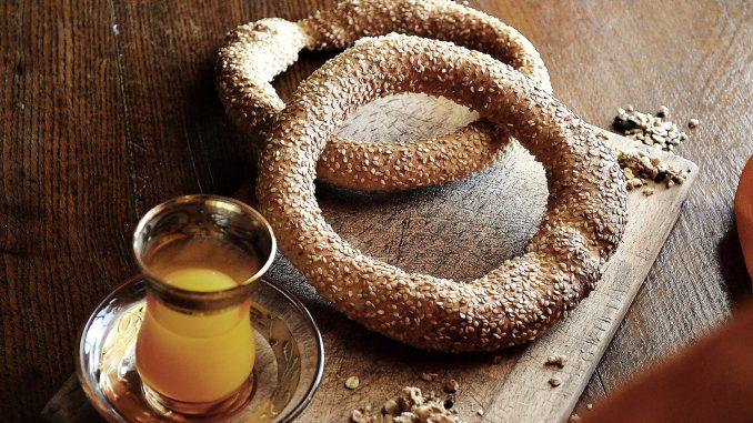 Ароматни кулури – гевреци със сусам, с които закусва цял Солун