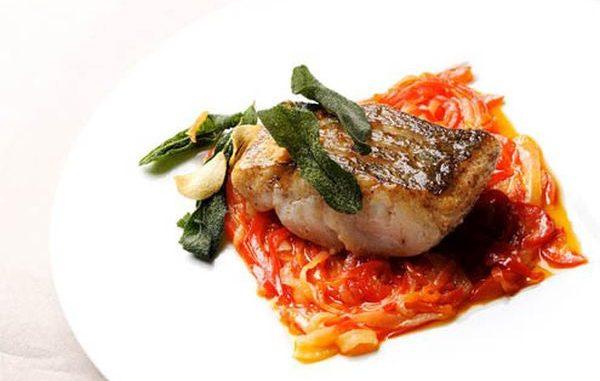 Рецепта за Бяла риба в червен сос