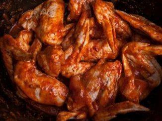 Рецепта за пилешки крилца с мед и чесън