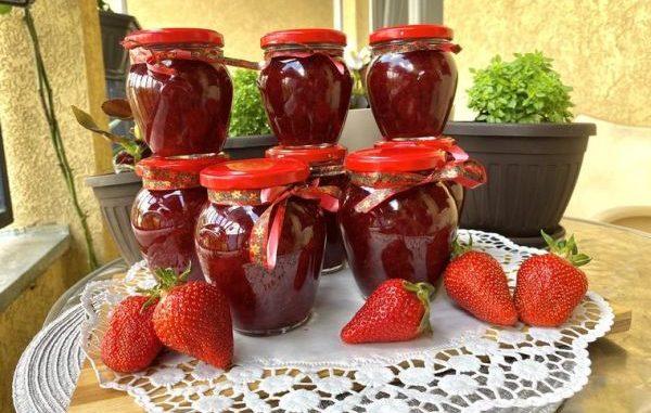 Рецепта за джем от ягоди, която се приготвя в апартамент