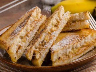 Сладък тост с банан и сирене