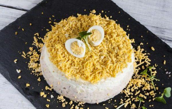 Сочна солена палачинкова торта